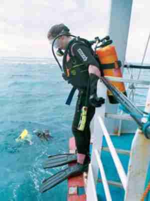 Ready for a dive with combined computer, SPG and compass unit clipped to the BCD.