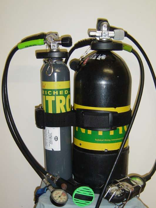25 cu ft (3.1 litre) Nitrox pony bottle attached to a 100 cu ft (12 litre) Nitrox tank